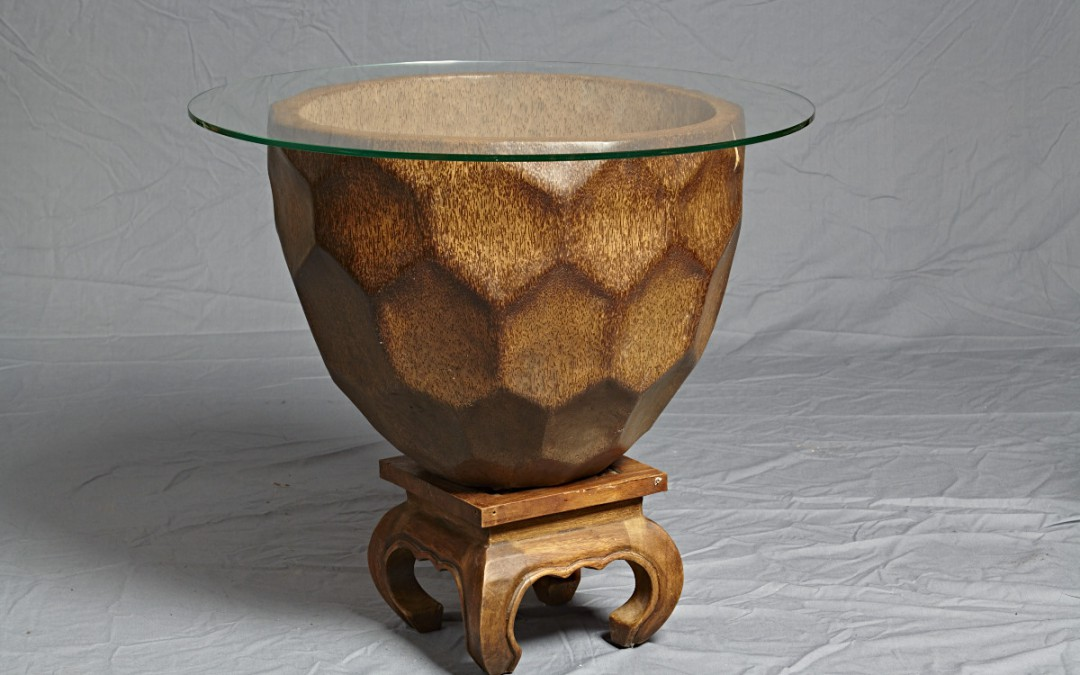 """Tisch """"Großer Kokon"""" mit Glasplatte"""